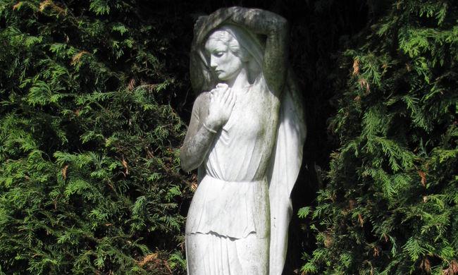 Temetőből lopott el egy 2,5 milliós szobrot, keresik a műalkotást