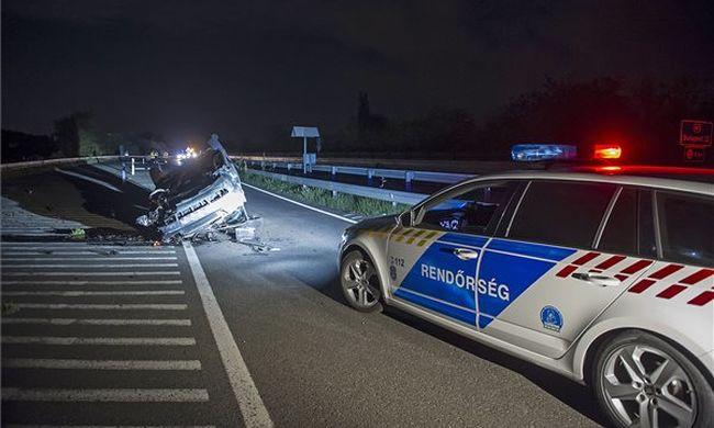 Tragikus baleset történt: kirepült egy utas a kocsiból az M3-ason, meghalt