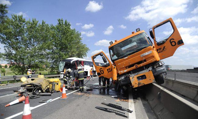 Nyomozás indult a szerb turistabusz balesete miatt, nincs meg a felelős