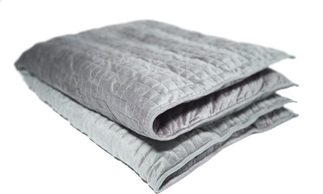 """Soha többé nem kell egyedül aludnia, ha ezt a zseniális """"ölelő"""" takarót választja"""