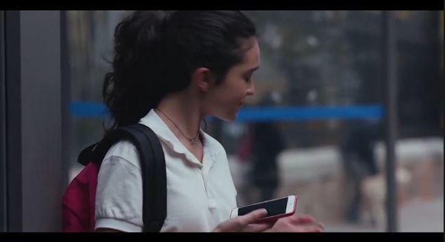 Szerelmes gyerekekkel indul, mellbevágó csavarral ér véget ez a zaklatásról szóló reklám