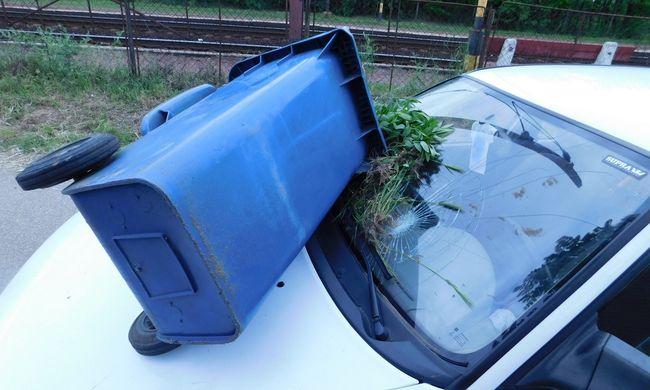 Kukával törte be a szomszéd kocsijának szélvédőjét