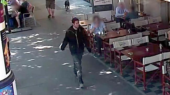 Keresik a férfit, aki késsel támadt fényes nappal egy nőre a körúton
