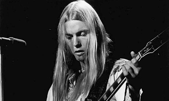 Családja körében érte a halál, elhunyt a legendás rockzenész