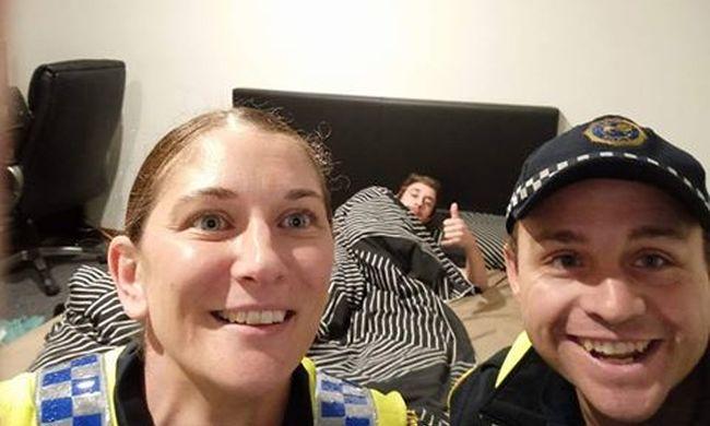 Szelfiztek a hálószobában a rendőrök, a részeg így tudta meg, hogy ők vitték haza