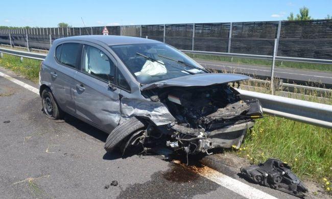 Az M3-ason aludt el egy sofőr, csak a szalagkorlát állította meg