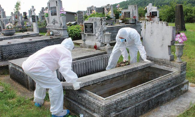 Dráma Borsodban: szörnyű dolgokat rejtett a temetőben lévő sír