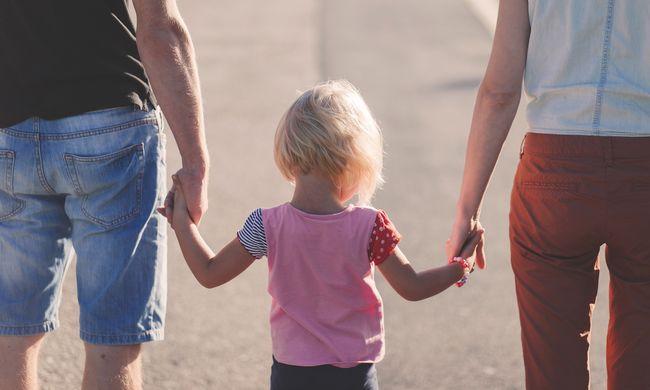 Családi sokk: amikor gyermekük megszületett, akkor jöttek rá, hogy testvérek