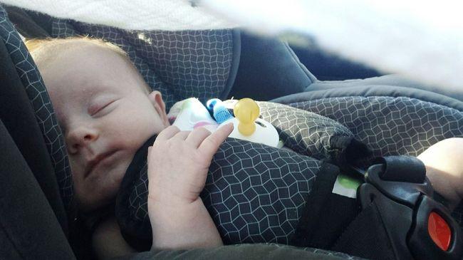 Veszély a hátsó ülésen: szülők ezrei kockáztatják a gyerekeik életét