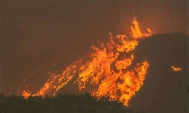 Tűz ütött ki a városban, menekülnek otthonaikból az emberek