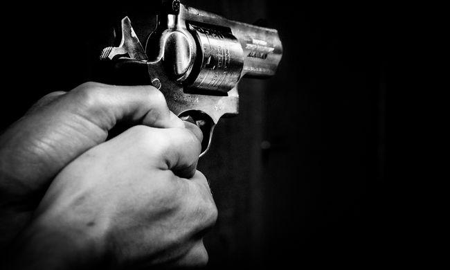 Horror egy gimnáziumban, fegyvert ragadott az őrjöngő tanár