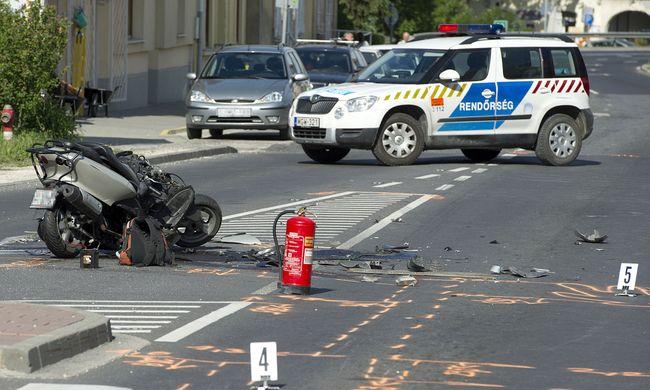 Félelmes fotók érkeztek, halálos motorbaleset történt Piliscsabán