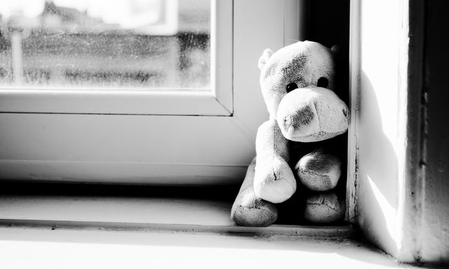 Hatodikról zuhant ki a négyéves kislány Budapesten, így történt a tragédia