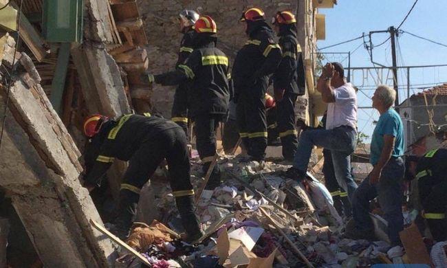 Erős földrengés pusztított: pánikszerűen menekültek az emberek, halott is van