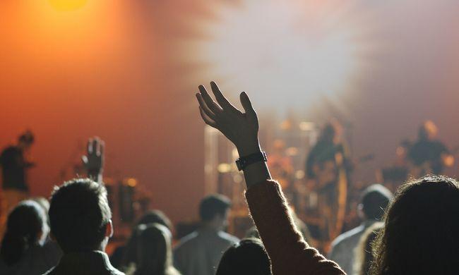 Teljesen átalakul a rendszer: újfajta fizetési eszköz jön a hazai fesztiválokon