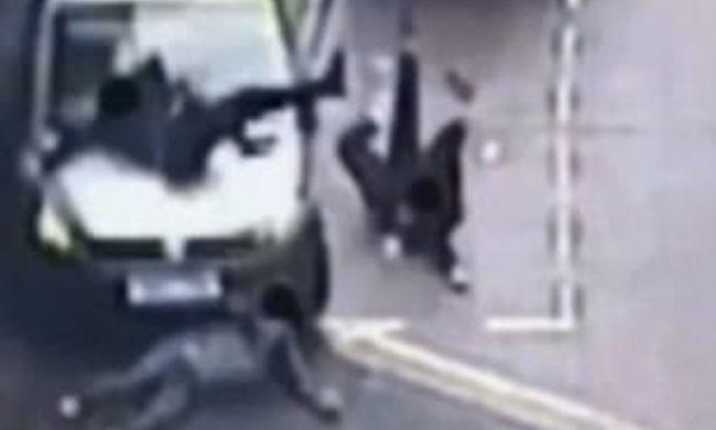 Gyalogosok közé hajtott a feldühödött muszlim sofőr