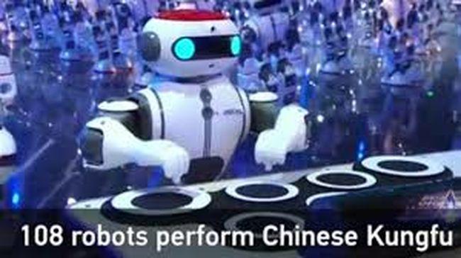 Lélegzetelállító mutatvány: egyszerre mozdul száz robot