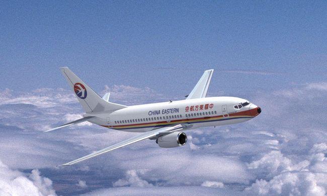 Sikolyok a repülőn, kirepültek a helyükről az utasok