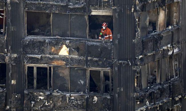 """""""Gyerekeket láttak kizuhanni az égő épületből"""" - öngyilkosak lehetnek a toronyház tüzének túlélői"""