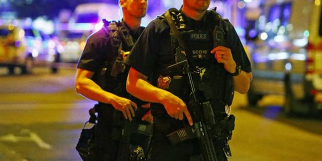 Terror Londonban: gyalogosok közé hajtott egy furgon, kórházban a támadó