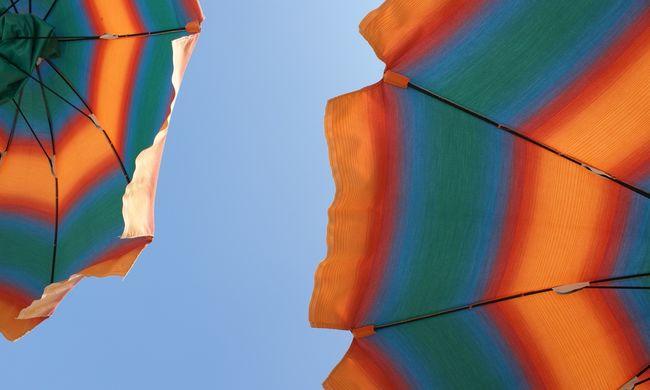 Feltámadt a szél, napernyő szúrta át a nyaraló nő bokáját