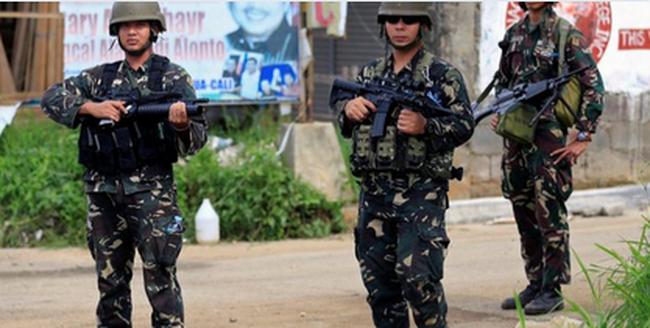 Fegyveresek lepték el az iskolát, túszokat is ejtettek