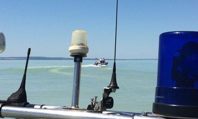 Riasztották a vízirendőröket: eltűnt egy kajakos a Balatonon