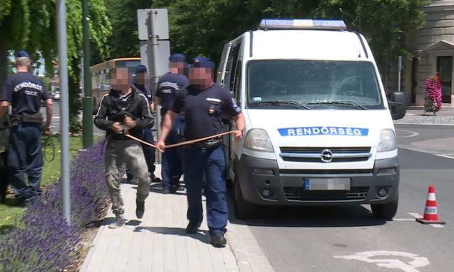 Vér folyt, kivonult a rendőrség Ceglédre