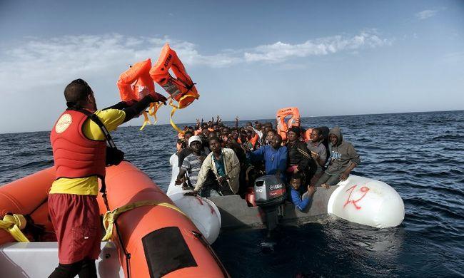 Nem mentik többé a migránsokat a tengerről, mert veszélyes