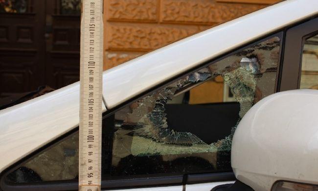 Betörte a belvárosi autók ablakait, ellopta a mozgáskorlátozott igazolványokat