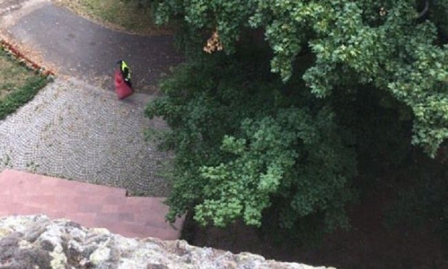 Öngyilkosságra készült, kőfalról akart leugrani az eltűnt esztergomi nő