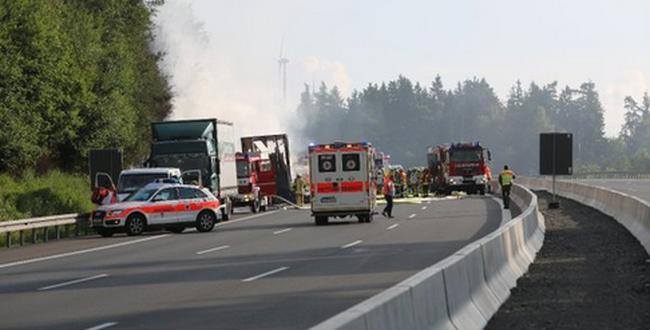 Súlyos buszbaleset történt az autópályán, sokaknak nyoma veszett