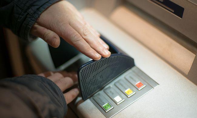 Élete összes megtakarítása eltűnt, miután a bank nevében felhívták a csalók