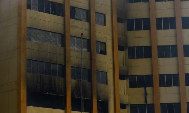 Horrorvideó: kiugráltak a lángoló toronyházból az emberek