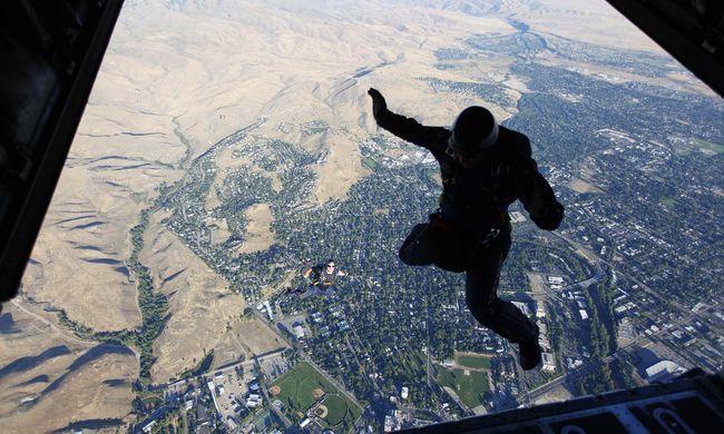 Horrorcégnél próbálkozott, nem élte túl az ugrást az ejtőernyős turista