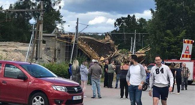 Mentők lepték el az építkezést: összeomlott egy híd