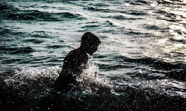 Úszni indult, oszló holttesteket talált a sportos férfi
