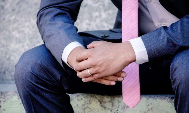 Az esküvőről kórházba vitték a vőlegényt, a barátok tették tönkre a szertartást