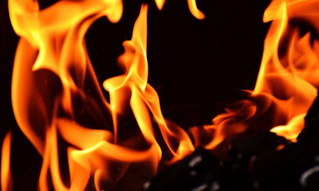 Égő gázvezeték mellett esett egymásnak a heves pár, nem foglalkoztak a borzalmakkal