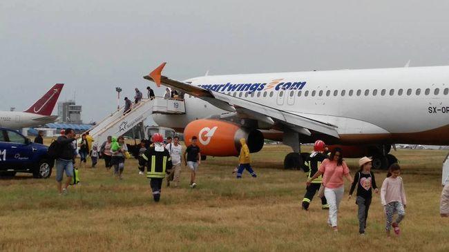 Meghibásodott a repülő, irányíthatatlanná vált a reptéren