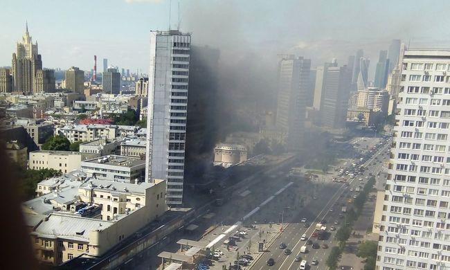 Lángok csaptak fel egy 26 emeletes toronyházban