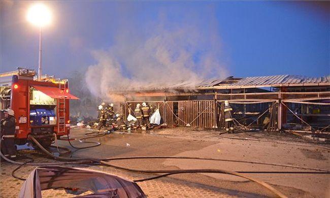 Durva fotó: óriási tűz pusztított a budapesti bolhapiacon
