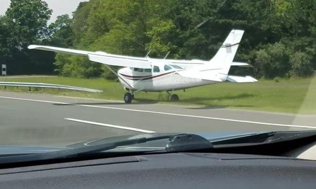Meghibásodott egy repülő, az autópályán landolt - videó