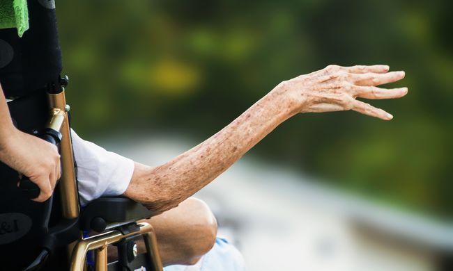 Ez szívszorító: évtizedekig volt együtt az idős pár, egyszerre haltak meg