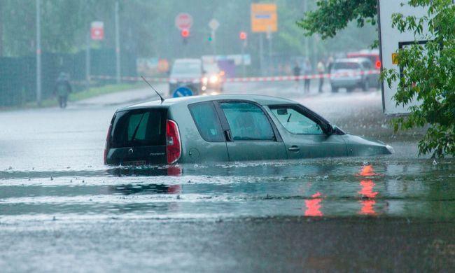 Eltűnt egy folyó mellett élő idős asszony, sok települést öntött el a víz