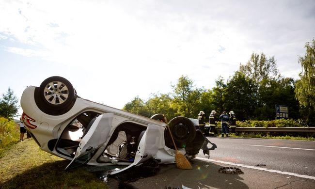 Tömegkarambol az autópályán: több kilométeres kocsisor áll az M3-ason