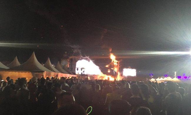 Tűz ütött ki egy hatalmas fesztiválon, több tízezer embert kísértek ki
