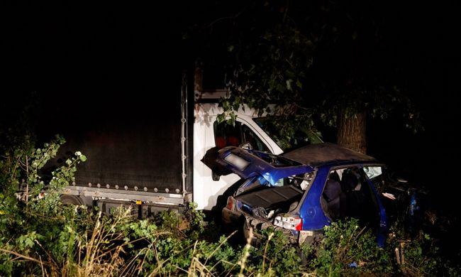 Képek érkeztek a tragédia helyszínéről: egy ember meghalt Pest megyében