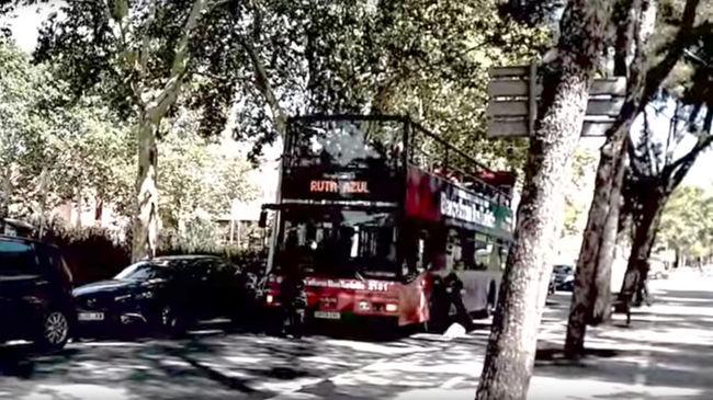 Turistabuszra támadott négy maszkos férfi Barcelonában