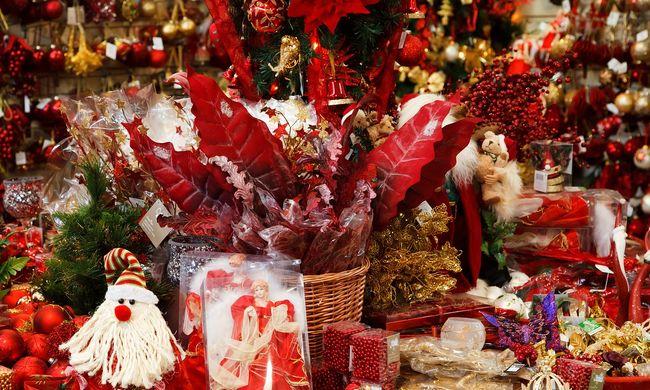 Kiürítették a karácsonyi vásárt, felrobbant egy autó